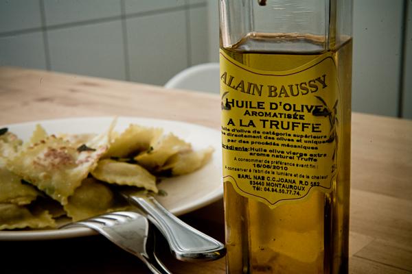 Raviolis frais à la sauge et à l'huile de truffe