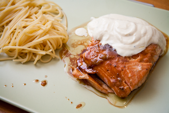 Saumon mariné et sauce au fruit de la passion