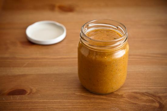 Purée pour bébé en petit pot : carotte violette et fromage