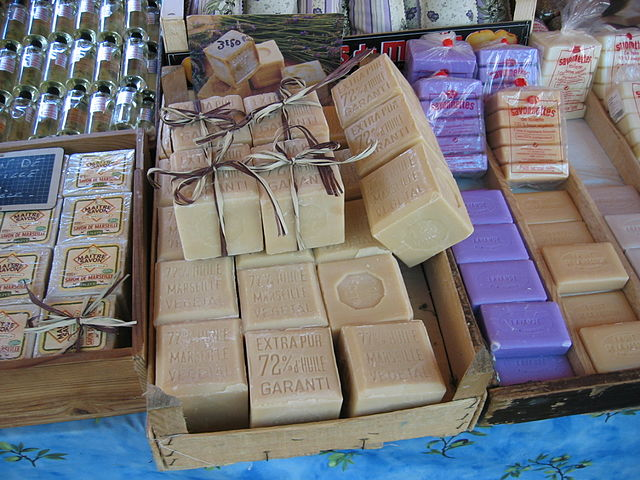 Huile de palme dans les cosmétiques. Source : Wikipedia/Arnaud25