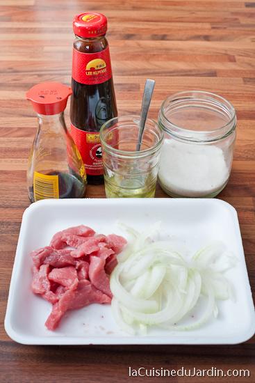 Les ingrédients nécessaires pour le boeuf aux oignons