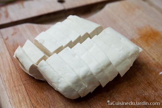Tofu découpé pour être frit