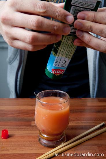 Préparation de la sauce tomate pimentée