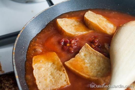 Ajouter la purée de piment à la fin