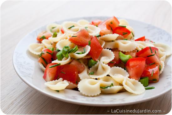 Salade de pâtes : céleri et tomate