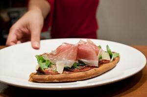 Pizza maison mozza-roquette-jambon