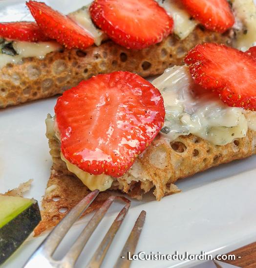 Roquefort et fraise dans une galette