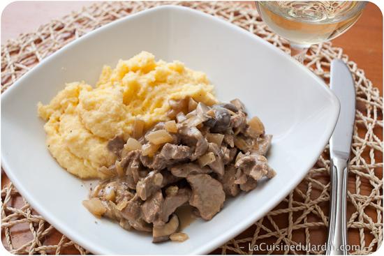 Recette de l'émincé de veau à la crème et aux champignons (à la Zurichoise)